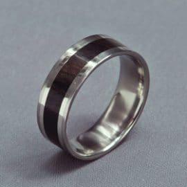 fehérarany karikagyűrű, ébenfa karikagyűrű, karikagyűrű, titán karikagyűrű, egyedi karikagyűrű, design karikagyűrű, különleges karikagyűrű, design jegygyűrű, különleges jegygyűrű