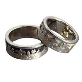 Fehérarany karikagyűrű, Ébenfa, Elefántcsont, karikagyűrű, titán karikagyűrű, egyedi karikagyűrű, design karikagyűrű, különleges karikagyűrű, design jegygyűrű, különleges jegygyűrű
