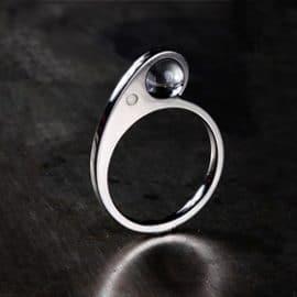 jegygyűrű, hegyikristály, karikagyűrű, titán karikagyűrű, egyedi karikagyűrű, design karikagyűrű, különleges karikagyűrű, design jegygyűrű, különleges jegygyűrű