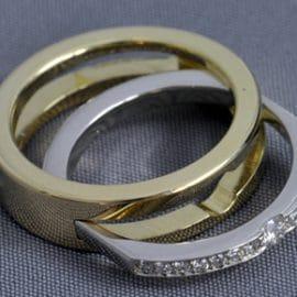 szétszedhető karikagyűrű, kombinált karikagyűrű, egyedi karikagyűrű, különleges karikagyűrű, gyűrű, karikagyűrű, gyémánt gyűrű, sárgaarany karikagyűrű, fehérarany karikagyűrű, comfort fit karikagyűrű,
